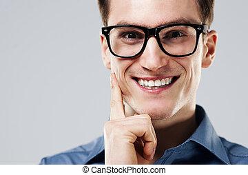 retrato, de, alegre, homem, com, óculos