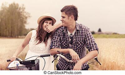 retrato, de, alegre, pareja, con, bicycles