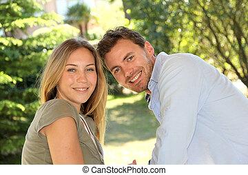retrato, de, alegre, pareja joven
