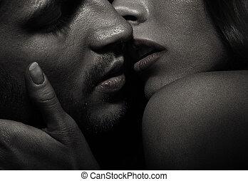 retrato, de, beijando, atraente, par