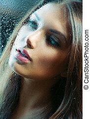 retrato, de, beleza, menina, atrás de, a, molhados, vidro