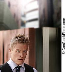 retrato, de, bonito, jovem, homem negócios