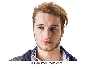 retrato, de, bonito, loura, homem jovem