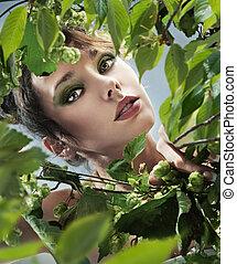 retrato, de, bonito, menina jovem, entre, folhas