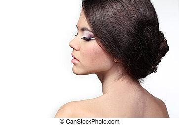 retrato, de, bonito, mulher jovem, com, cabelo marrom, posar, isolado, branco, fundo