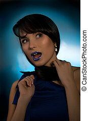 retrato, de, bonito, mulher jovem, ligado, a, experiência azul