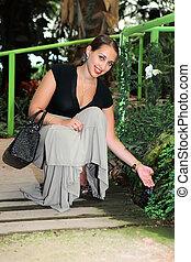 retrato, de, el, mujer joven, en, un, tropical, jardín