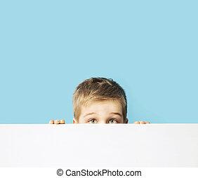 retrato, de, el, pequeño, tímido, niño