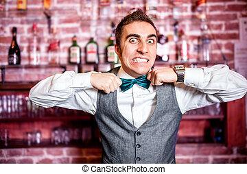 retrato, de, enojado, y, enfatizado, barman, o, barman, con,...