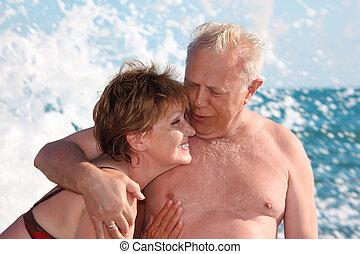 retrato, de, envelhecido, par, em, mar, surfar
