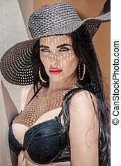 retrato, de, excitado, latina, com, longo, cabelo preto, em, um, chapéu praia