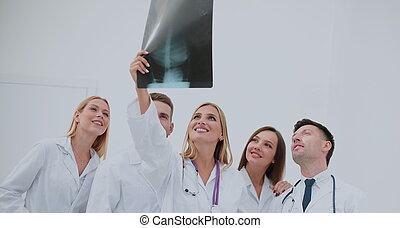 retrato, de, feliz, equipe médica