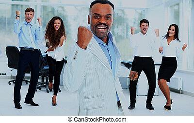 retrato, de, feliz, sucedido, negócio, grupo, em, escritório.