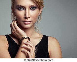 retrato, de, hermoso, rubio, mujer