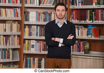 retrato, de, inteligente, estudante, em, biblioteca