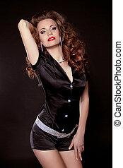 retrato, de, jovem, mulher bonita, modelo, posar, ligado, experiência escura
