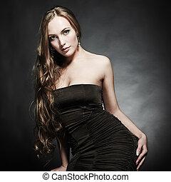 retrato, de, joven, mujer hermosa, en, un, elegante, vestido...