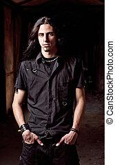 retrato, de, largo-long-haired, guapo, joven, en, llave baja
