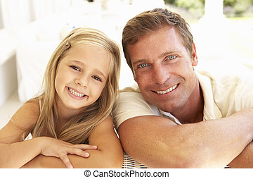 retrato, de, mãe filha, relaxante, junto, ligado, sofá