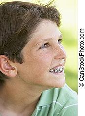 retrato, de, menino, sorrindo