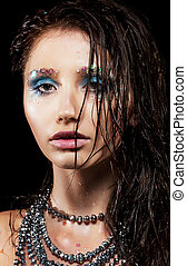 retrato, de, mulher jovem, com, face bonita, e, cabelo molhado