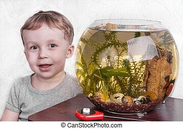 retrato, de, niño, cerca, acuario