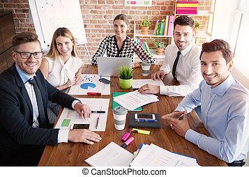 retrato, de, oficina ocupada, trabajadores