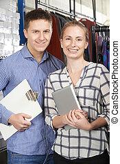 retrato, de, pareja, corriente, en línea directa, moda, empresa / negocio