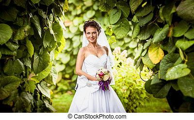 retrato, de, sorrindo, cute, noiva, em, parque