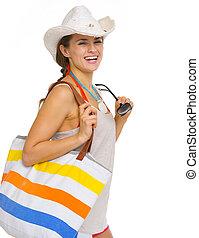 retrato, de, sorrindo, praia, mulher jovem, em, chapéu, com, óculos de sol