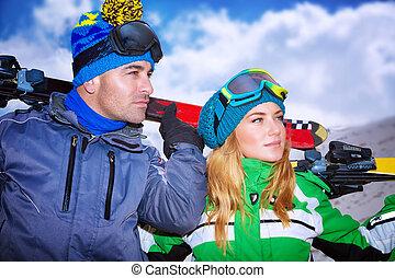 retrato, de, um, agradável, par, tocando, atletismos inverno