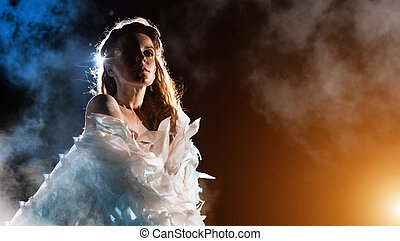 retrato, de, um, anjo branco, ligado, a, cor, nevoeiro, fundo