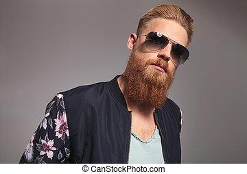 retrato, de, um, barbudo, homem jovem