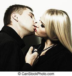 retrato, de, um, beijando, par jovem