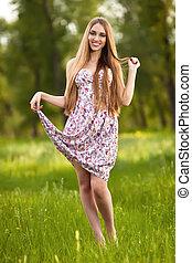 retrato, de, um, bonito, loiro, mulher, ao ar livre