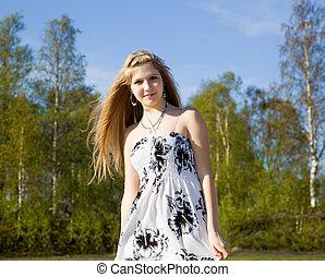 retrato, de, um, bonito, menina, em, vestido branco, com, dela, cabelo