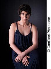 retrato, de, um, bonito, mulher jovem, tiro estúdio