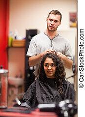 retrato, de, um, cabeleireiras, falando