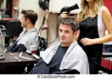retrato, de, um, cliente, com, um, femininas, cabeleireiras