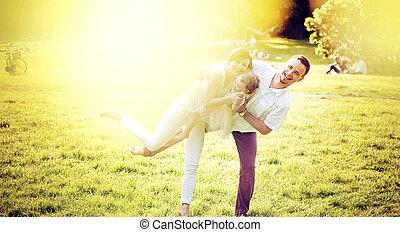 retrato, de, um, encantado, família, relaxante, parque