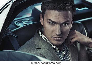 retrato, de, um, excitado, homem, carro