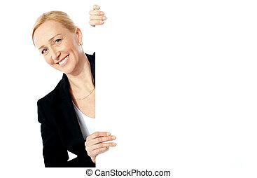 retrato, de, um, executiva, segurando, clipbaord