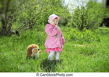 retrato, de, um, feliz, menininha, parque