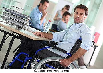 retrato, de, um, homem, em, cadeira rodas
