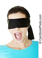 retrato, de, um, jovem, blindfold, mulher, gritando