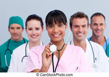 retrato, de, um, jovem, equipe médica
