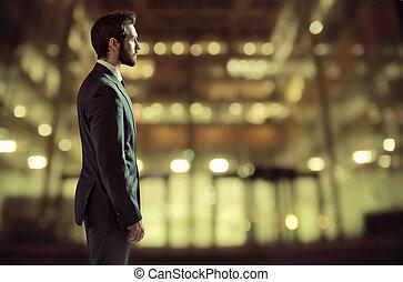 retrato, de, um, jovem, gerente, em, escritório, bloco