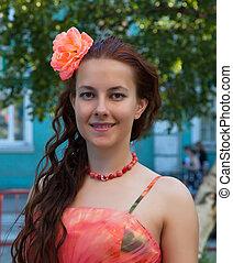 retrato, de, um, menina, em, um, vestido cor-de-rosa, com, um, flor, em, dela, cabelo