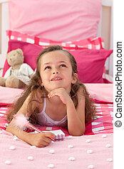 retrato, de, um, menininha, encontrar-se cama
