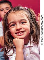 retrato, de, um, menininha, sorrindo